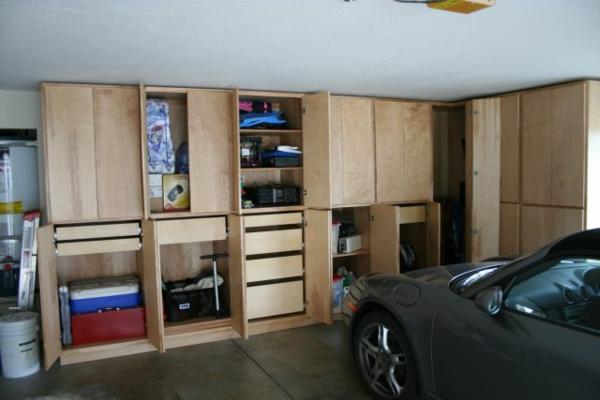 moderne-garagen-holzschränke