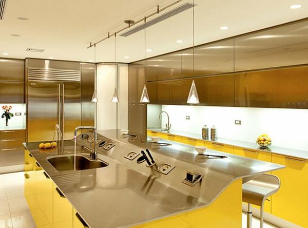 moderne-küche-in-gelb- sehr schöne kochinsel
