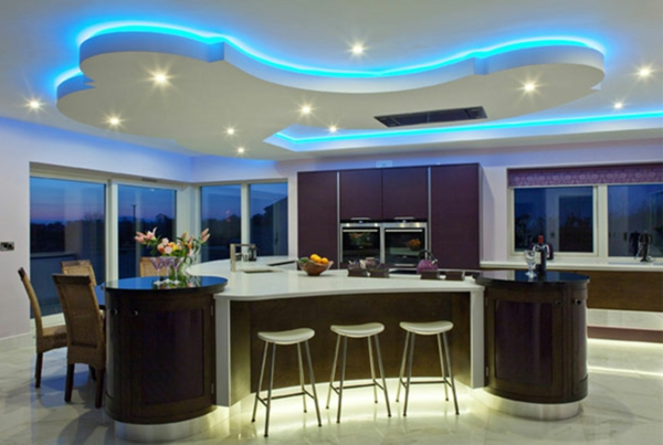 moderne-raumgestaltung-küche-deckenleuchten in blau