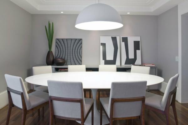 modernes-esszimmer-mit-rundem-tisch- schöne raumgestaltung