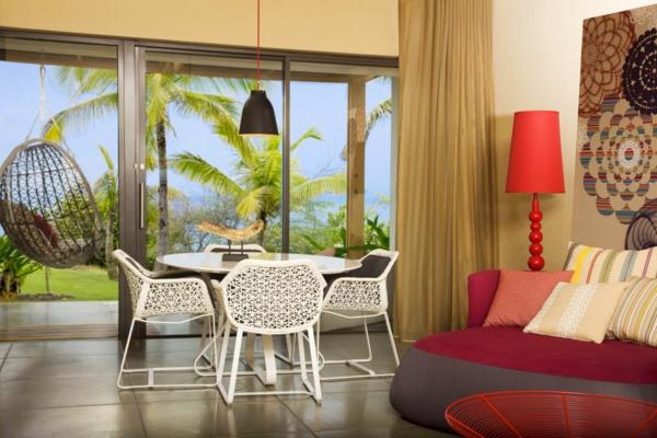 modernes-wohnen-einrichtungsideen- schaukel glaswände