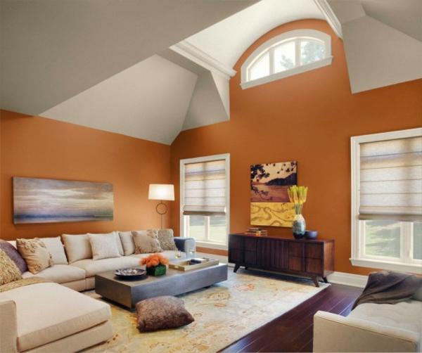 neues-interieur-fürs-wohnzimmer-mit-warmer-wandfarbe-palette- hohe decke