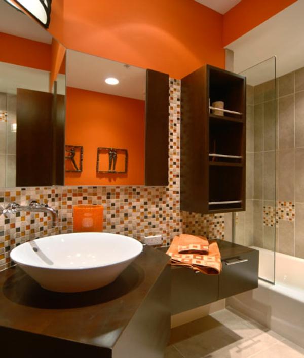 oranges-badezimmer mit mosaikfliesen