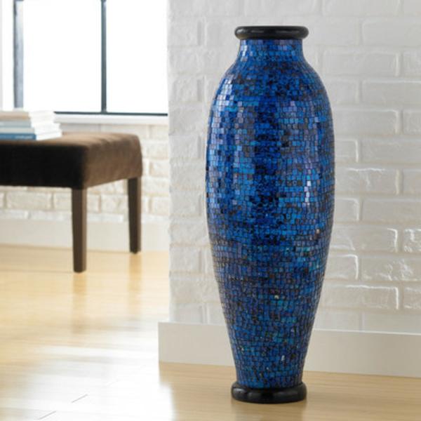 ozean-blau-für-eine-dekorierende-vase- weißer hintergrund