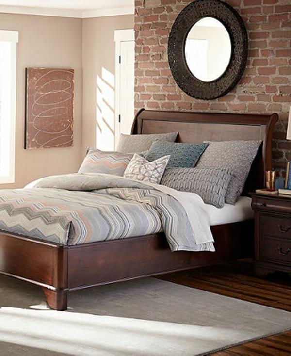 runder-spiegel-an-der-wand-im-modernen-schlafzimmer- ziegelwand