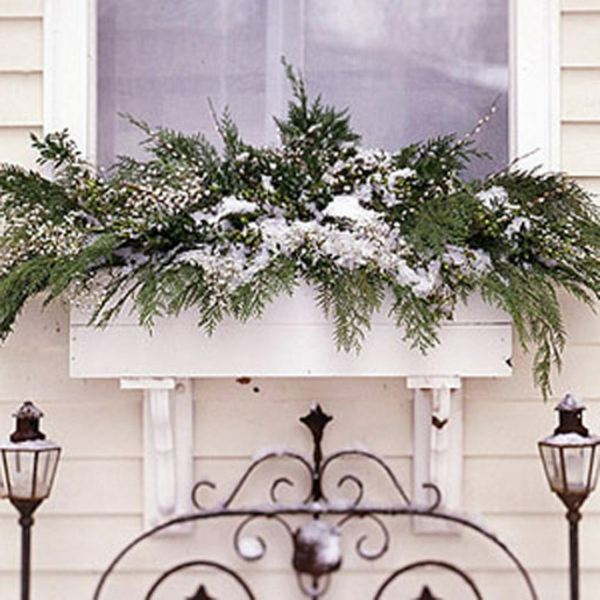 schöne-deko-am-fenster-zum-weihnachten- weiße gestaltung