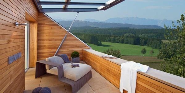 schöne-terrassengestaltung-mit-einem-sessel- überdachter balkon