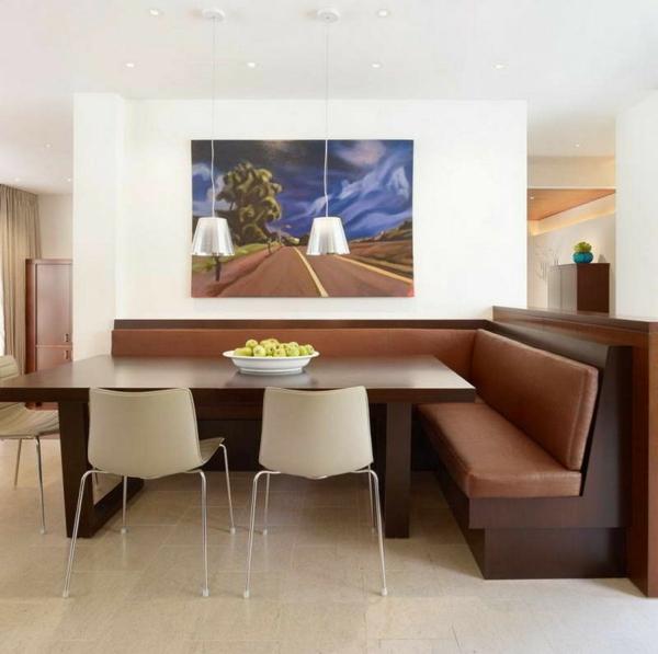 schönes-esszimmer-braune-möbel- schönes bild an der wand