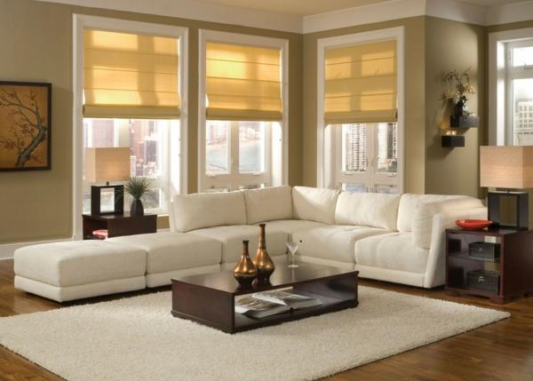 schönes-wohnzimmer-mit-einer-weißen-eckcouch