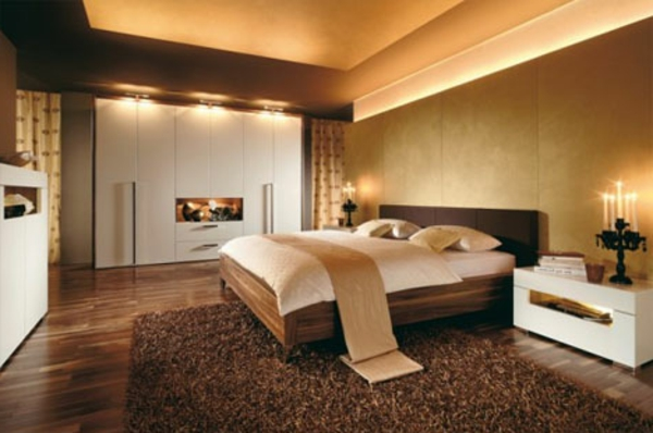 schlafzimmer-mit-gemütliche-atmosphäre- goldene farbe