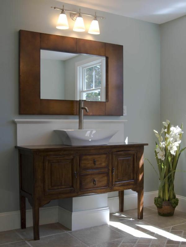badezimmer-spiegel mit-einem-rahmen
