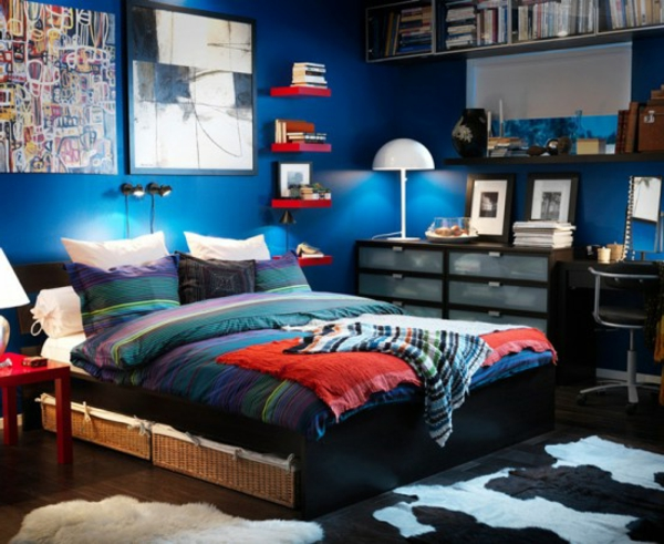 schlafzimmer-vom-IKEA-modernes-Design- kissen auf dem Bett