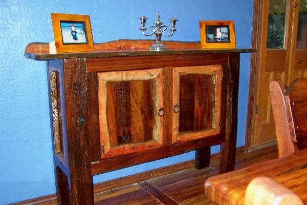 Schrank Aus Holz Selber Bauen Blaue Wand  Dekoration