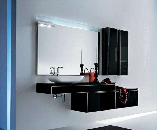 schwarzer-badschrank-und-großer-spiegel-an-der-hellen-wand- modern und schick