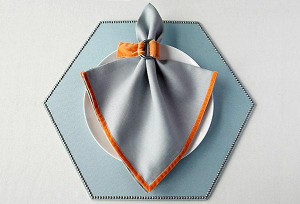 graue und orange farbe  - servietten faltten