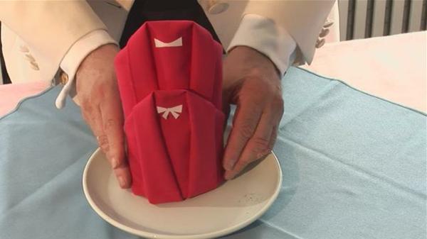 rote farbe-interessantes modell von servietten