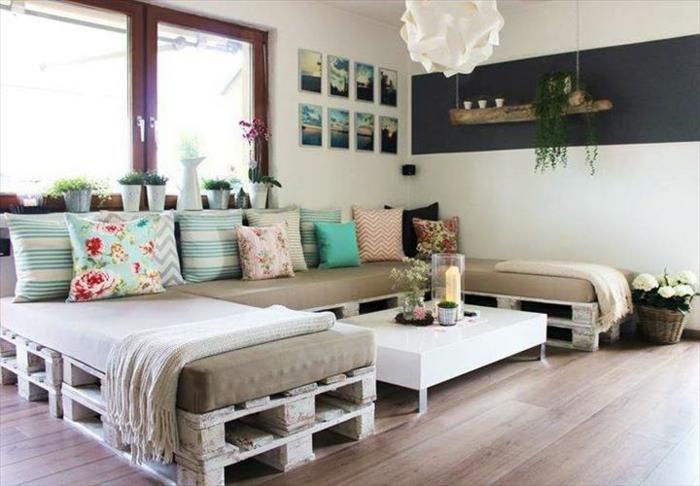 sofa-aus-europaletten-diy-möbel-couchtisch-selber-bauen
