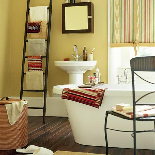 treppe-im-badezimmer-originelle-idee- ockra farbe