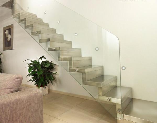 wohnzimmer wunderschön gestalten - freischwebende treppen aus stahl