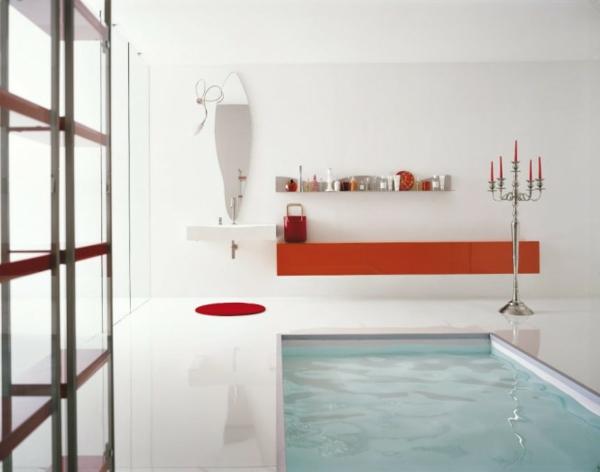 ultramoderner-pool-im-badezimmer mit roten akzenten und einem kleinen schwimmbecken
