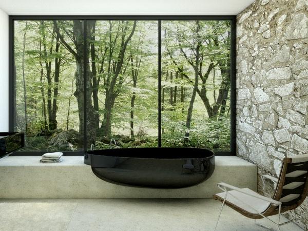 ultramodernes-badezimmer-mit-einer-glaswand mit schöner aussicht