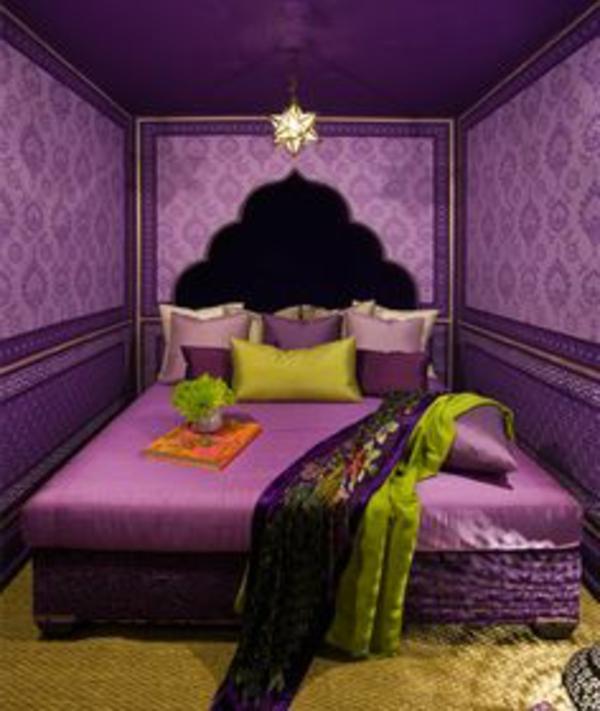 violetten-schlaffzimmer-mit-grosses-bettßteilßunseren Wandfarben Ideen