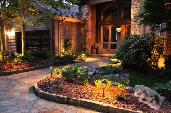 vorgarten-in-der-nacht - grüne pflanzen herrenhaus