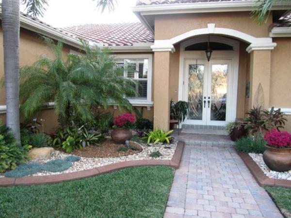vorgarten-pflastern-schöne-idee - grüne palmen