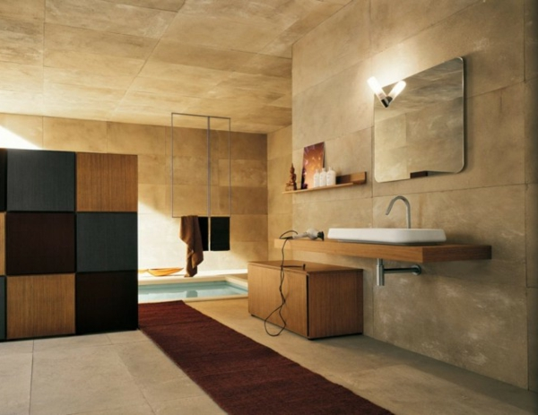 warme-braune-farbtönungen-im-bad mit einem schwimmbecken