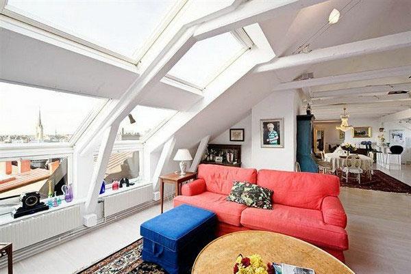 bunte möbel und glaswände in einem luxus wohnzimmer