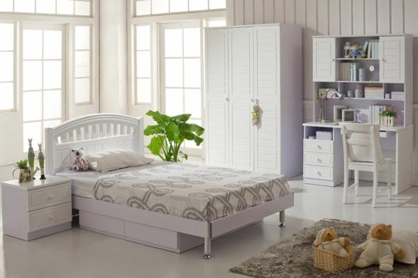weiße-gestaltung-fürs-schlafzimmer - grüne pflanze als akzent