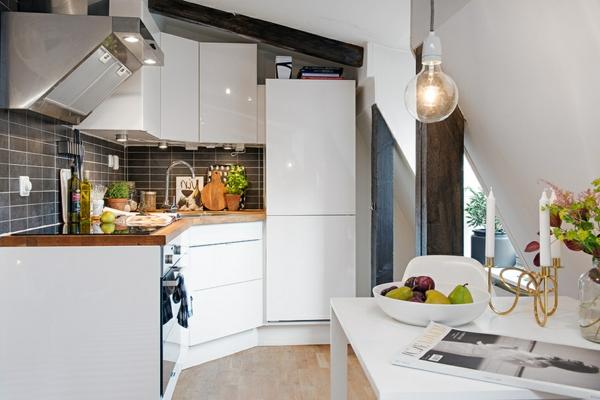 weiße-küche-dachwohnung