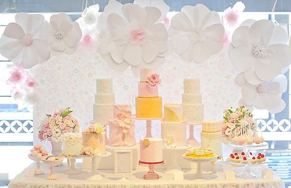 ideen für party deko - weiße farbe blumen aus papier