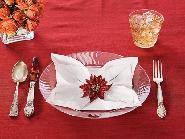 weiße-serviette-rotes-blümchen - tisch deko