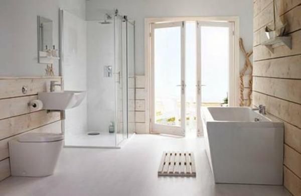 weißes-badezimmer-im-landhausstil- badewanne und duschkabine aus glas