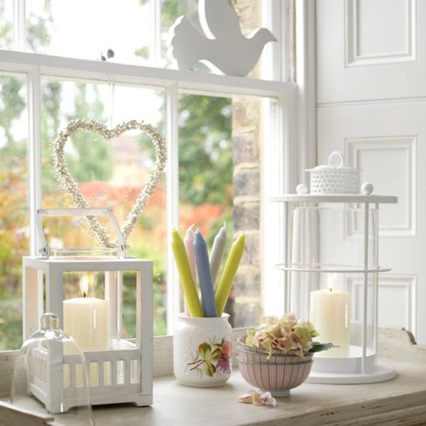 Weisses Wohnzimmer Mit Fensterdeko Taube Und Herz Figuren