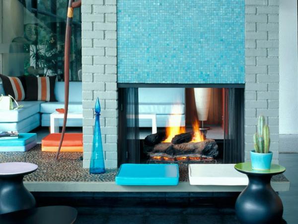 wohnzimmer-blaue-wand-farbe-modernes-design- eleganter kamin