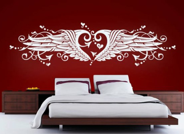 Herz-mit-Fluegel-wände-streichen-ideen-schlafzimmer-graue-bettwäsche