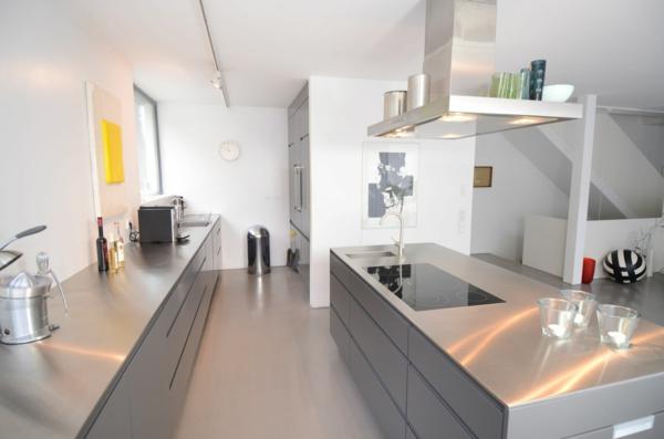 Maßküche-in-Grau-Edelstahl-arbeitsplatte - große küchengestaltung