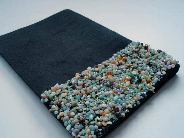 dekorative kleine steine für eine diy handtasche - kreatives nähen