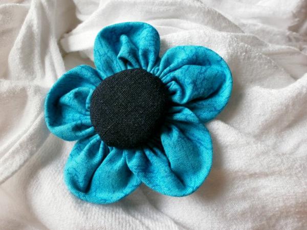 Stoff-Blume-rund-selber-machen - blau