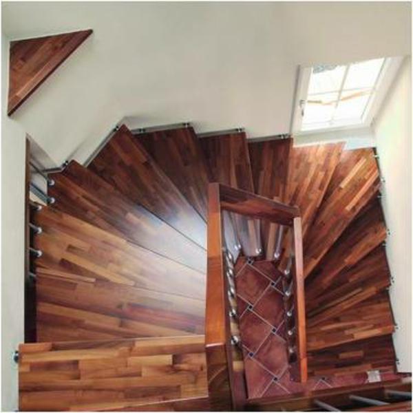 TreppenABC-_halbgewendelte_Treppe - foto von oben gemacht