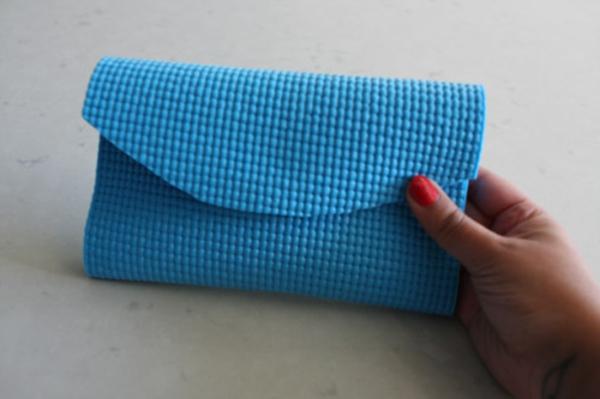 blaue clutch selber nähen - niedliches modell - sehr klein