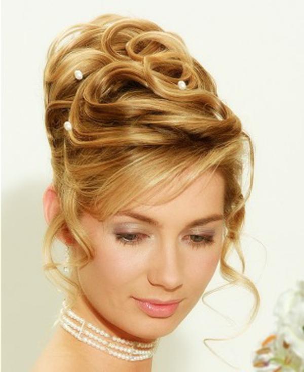 arabische-hochzeitsfrisuren-blondes-haar- interessante kette