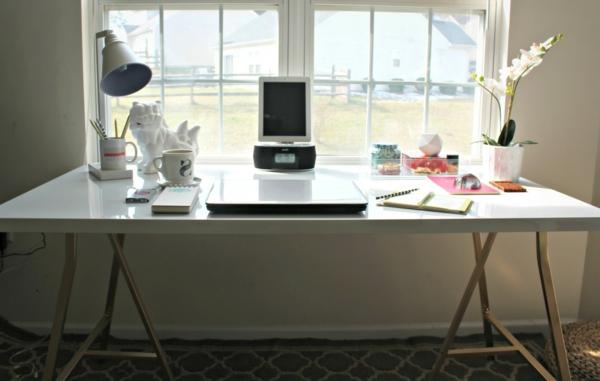 büromöbel-katalog-ikea-schreibtisch- blumen als dekoration und schönes fenster