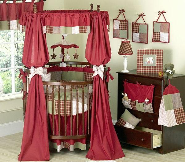 babybett-günstig-rote-gardinen - dekoelemente