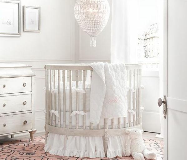 babybett-weiß-schönes-modell - schlicht gestaltet