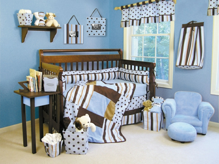 babyzimmer-wanddeko-jungenzimmer-blaue-farbe