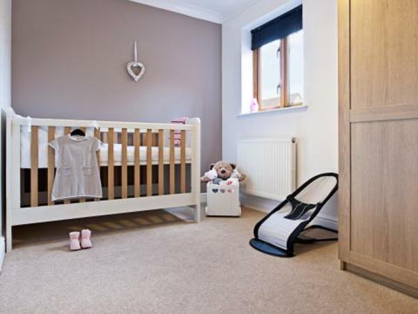 Taupe Wandfarbe fürs Babyzimmer – ungezwungen erscheinen