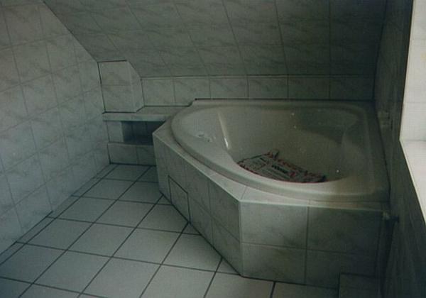 Badewanne einfliesen genie en sie die sch nen vorschl ge - Eckbadewanne fliesen bilder ...